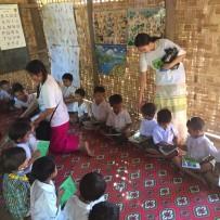 Donaciones en dos escuelas de Sagaing