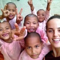 Voluntarios Españoles de Escolaridad Solidaria ONG en Birmania.